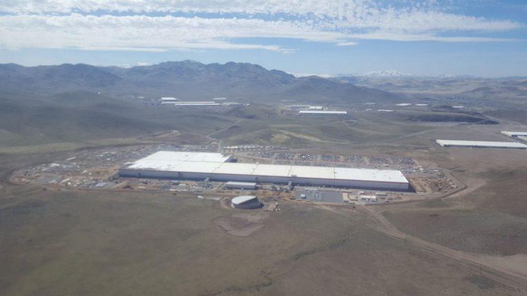 Tesla'nın Nevada'daki Yeni Fabrikası. İnanılmaz!